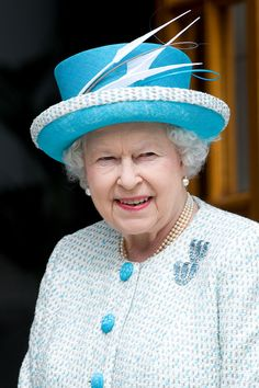 MAY 2011 - These aquamarine and diamond clip brooches were given to the Queen by her parents, King George VI and Queen Elizabeth, in Queen Elizabeth II Best Diamond Brooches George Vi, Rei George, Princess Elizabeth, Princess Kate, Queen Elizabeth Ii, Victoria Secret Show, Queen Victoria, Commonwealth, God Save The Queen