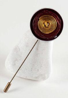 Broche hecho con cápsula nespresso y alambre