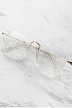 SheIn offers Transparent Frame Metal Top Bar Glasses & more to fit your fashionable needs. Glasses Frames Trendy, Fake Glasses, New Glasses, Glasses Online, Clear Glasses Frames Women, Transparent Glasses Frames, Cool Glasses, Round Lens Sunglasses, Cute Sunglasses