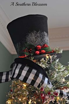Top 40 Creative Christmas Tree Toppers - Christmas is incomplete with a beautifully decorated tree, and the tree is incomplete without an eye-catching tree topper. So, to help you, we have compiled a list of 40 beautiful and creative tree toppers for … Diy Christmas Tree Topper, Christmas Tree Hat, Creative Christmas Trees, Woodland Christmas, Beautiful Christmas Trees, Black Christmas, Christmas Tree Themes, Primitive Christmas, All Things Christmas