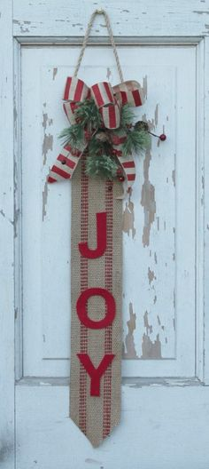 Make This Cute and Easy Christmas Wallhanging!   No instructions but I think we can figure it out.