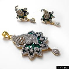 Unique and amazing pendant set