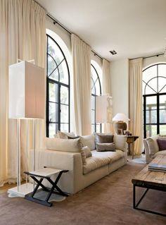 Zitkamer met lange gordijnen for Hangdecoratie raam