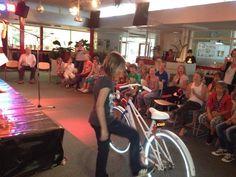 Supergave fiets uitgereikt aan Lieke Meerten op @DeTamboerijn. Winnaar verkeersexamen @VVN en @Rosaria Girouard. Vrijdag 21 juni 2013. via twitter @GerardNijland.