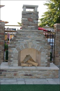 I WANT THIS SO BAD!!  One day when Russ and I own our own property, we will have a stone oven outside...