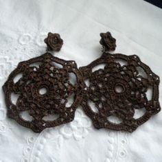 Pendientes de crochet marrón chocolate negro