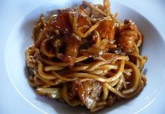 Čínské nudle s kuřecím masem III. Asian Recipes, Healthy Recipes, Ethnic Recipes, Healthy Food, Food Design, Wok, No Cook Meals, Bon Appetit, Spaghetti