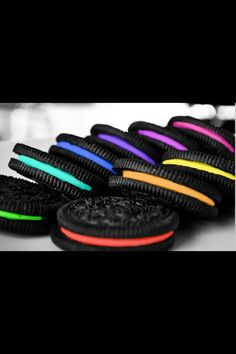 Cool tech possibilities - Vending Machine That Custom-Makes Oreo Cookies at this years' SXSW! I love Oreos! Rainbow Food, Taste The Rainbow, Over The Rainbow, Rainbow Things, Rainbow Stuff, Neon Rainbow, Rainbow Cookie, Rainbow Quote, Rainbow Cakes