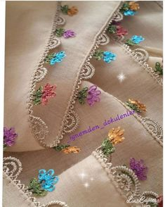 Crochet Toys - Poncho degradé au crochet toutes tailles - Tesettür Eşarp Modelleri 2020 - Tesettür Modelleri ve Modası 2019 ve 2020 Crochet Flowers, Crochet Lace, Crochet Hooks, Free Crochet, Baby Knitting Patterns, Free Knitting, Crochet Patterns, Hand Embroidery, Embroidery Designs