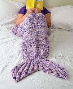 Colcha o manta con diseño de cola de sirena tejida a palitos o dos agujas. Paso a paso! Mermaid Tail Blanket, Afghan Blanket, Sweater Knitting Patterns, Sweater Fashion, Leg Warmers, Sweaters, Clothes, Afghans, Macrame