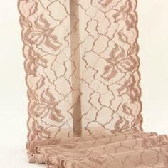 1,50 €TTC   Dentelle de calais marron clair, pour vos créations de sous-vêtements et lingeries fines.  Extensible dans la longueur ainsi que dans la largeur.      Largeur :19 cm;     Composition : polyamide et élasthanne.