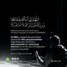 """Setiap Nabi shallallahu 'alaihi wa sallam melakukan shalat Shubuh, setelah salam, beliau membaca do'a berikut,  .  اللَّهُمَّ إِنِّي أَسْأَلُكَ عِلْمًا نَافِعًا وَرِزْقًا طَيِّبًا وَعَمَلًا مُتَقَبَّلًا  .  Allahumma innii as-aluka 'ilman naafi'a, wa rizqon thoyyibaa, wa 'amalan mutaqobbalaa.  .  Artinya:  """"Ya Allah, sungguh aku memohon kepada-Mu ilmu yang bermanfaat (bagi diriku dan orang lain), rizki yang halal dan amal yang diterima (di sisi-Mu dan mendapatkan ganjaran yang baik)."""""""