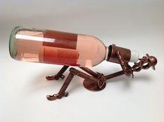 Portabotellas Quijote Bebiendo. Arte en metal reciclado.