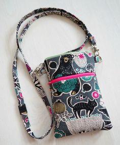 DIY: Pussukka tuplavetoketjulla - Punatukka ja kaksi karhua Sewing Hacks, Sewing Tutorials, Sewing Crafts, Sewing Patterns, Sew Wallet, Couture Sewing, Fabric Bags, Pouch Bag, Pouches