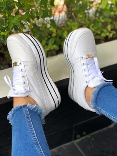 Different Types Of Sneakers – Sneaker Deals Pretty Shoes, Beautiful Shoes, Cute Shoes, Me Too Shoes, Ankle Sneakers, Leather Sneakers, Sneakers Nike, Fashion Boots, Sneakers Fashion