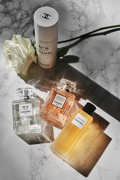 The Incredibly Versatile CHANEL Beauty Cruise Collection 2018 - Düfte - Perfume Chanel Make-up, Parfum Chanel, Chanel Beauty, Chanel Style, Chanel Dress, Chanel Couture, Perfume Diesel, Lip Art, Perfume Collection