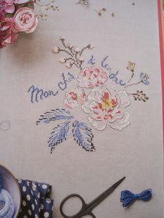 """Dziś chciałam Wam zaprezentować nową książkę francuskiej projektantki Helene Le Berne """"Le langage des fleurs"""". Książka wydana została w mar..."""