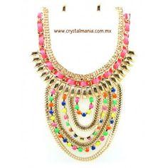 Set de collar y aretes  en color dorado con detalles en diferentes tonos estilo 30437