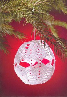 "Photo from album ""тРукоделие"" on Yandex. Crochet Ornament Patterns, Crochet Ornaments, Ball Ornaments, Crochet Patterns, Christmas Balls, Christmas Crafts, Christmas Ornaments, Easter, Holiday Decor"
