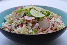 Sałatka, która wszędzie robi furorę. Ma świeży, wyrazisty smak charakterystyczny dla kuchni azjatyckiej.    Danie diety przyspieszającej metabolizm. Dla fazy 2. (choć pasuje też do 1. i 3.). Składniki na 2 porcje.  Składniki:  4