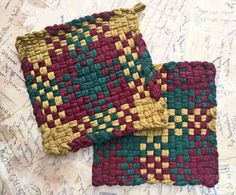 David's Potholders - Christmas Wine Forest Green Cotton Potholders - Hot pads - Woven Pot Holders - Cotton Trivet - Handmade - Set of 2 Potholder Loom, Potholder Patterns, Handmade Home, Etsy Handmade, Locker Hooking, Christmas Wine, Weaving Patterns, Loom Weaving, Hot Pads