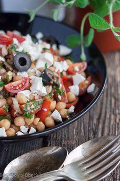 Turecka sałatka z ciecierzycą Cobb Salad, Quinoa, Food And Drink, Cooking, Impreza, Repeat, Salads, Kitchen, Brewing