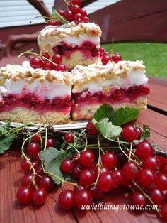 Pleśniak z czerwonymi porzeczkami Polish Desserts, Polish Recipes, Polish Food, Raspberry, Strawberry, Pavlova, Sweet Life, Deserts, Food And Drink