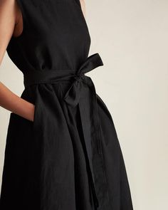 very feminine black linen twill dress curated by capsule wardrobe minimal chic minimalist style minimalist fashion minimalist wardrobe back to basics fashion Street Style Outfits, Mode Outfits, Fashion Outfits, Dress Fashion, Dress Outfits, Fashion Ideas, Dresses Dresses, Fashion Clothes, Fashion Trends