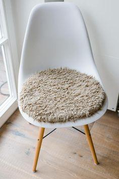 stuhlkissen fr eames chair in hellbraun limitiert - Tolles Dekoration Eames Chair Sitzkissen