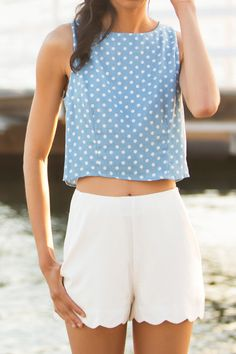 Scalloped shorts make for the perfect beach outfit! Short Outfits, Casual Outfits, Summer Outfits, Cute Outfits, Summer Shorts, Looks Chic, Looks Style, My Style, Ensembles Outfit