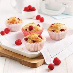 Muffins santé framboises et citron - Recettes - Cuisine et nutrition - Pratico Pratique Bakery Recipes, Mini Cupcakes, Scones, Cake Pops, Biscuits, Deserts, Healthy Recipes, Fruit, Cooking