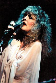 (Daily dose of) Stevie Nicks on stage Members Of Fleetwood Mac, Buckingham Nicks, Stephanie Lynn, Rock Queen, Stevie Nicks Fleetwood Mac, Beautiful Voice, Love Her Style, Her Music, Rock N Roll