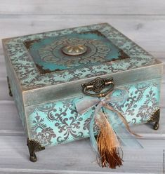 Turquoise jewelry box - buy and . - Before After DIY Cigar Box Projects, Cigar Box Crafts, Decorative Accessories, Decorative Boxes, Cigar Box Art, Altered Cigar Boxes, Painted Wooden Boxes, Decoupage Box, Jewellery Boxes