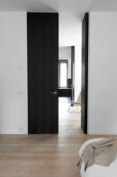 | DETAILS | Photo Credit: #Daskal-Laperre | full height doors wherever possible so ceiling planes continue through from room to room | #black