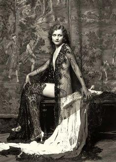 Vintage-portrait-169.jpg 600×839 pixels
