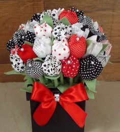 Lindo peso de porta super diferente!!!  Ideal para decorar a sua casa.  Ele mede 30 cm de altura e vai com 50 tulipas (aproximadamente)  Podemos fazer o vaso em branco ou preto e as tulipas nas cores de sua preferência  Também temos tamanho maior...