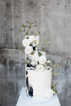 Beaded bridal gowns, neutral tablescapes and a concrete texture cake rule the day in this monochromatic wedding inspiration that took place in beautiful Washington. Modern brides everywhere should boo Black And White Wedding Cake, Black Wedding Cakes, Beautiful Wedding Cakes, Modern Wedding Cakes, Cake Wedding, Black White, Modern Wedding Ideas, Beaded Wedding Cake, Wedding Pictures