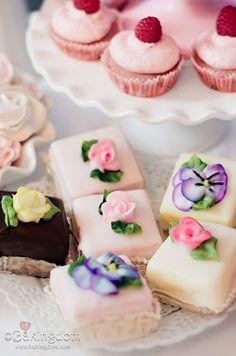 Pink & Fluffy Tea Party Petit Fours ©Bakingdom