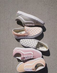 Which type of Vans would you choose? If I had to choose I would pick the light g Fila Shoes Outfit choose Light Pick Type Vans Sneakers Vans, Moda Sneakers, Sneakers Fashion, Fashion Shoes, Fashion Clothes, Trendy Fashion, Vans Footwear, Tomboy Fashion, Fashion Fashion