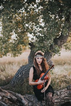 Senior // Autumn Waldman Photography // Nebraska Senior Pictures // Senior Pictures with a violin // located in Wahoo, Nebraska