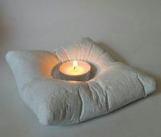 Cement Pillow Tealight Candle Holder verzicht, Tealight Totem in Concrete by Plywood Office Cement Art, Concrete Crafts, Concrete Projects, Concrete Design, Concrete Cement, Concrete Planters, Diy Projects, Concrete Candle Holders, Tealight Candle Holders