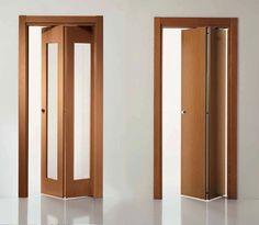 Складная дверь может иметь как два полотна, так и целую конструкцию из складывающихся створок.