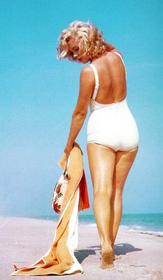 vintage everyday: Marilyn Monroe at Amagansett Beach in the Hamptons, 1958
