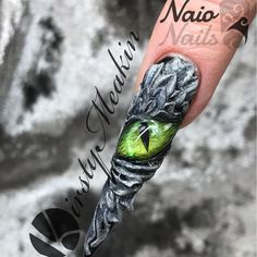 There be dragons among us #naionailsuk #nailsofinstagram #nailart #dragonnails @nailpromagazine @nailsmagazine @scratchmagazine @alscratch @helena.biggs https://youtu.be/a24a_OnMBmI