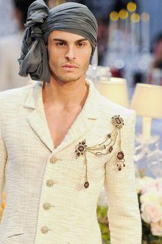 Baptiste Giabiconi in Chanel Pre-Fall (Paris-Bombay) Collection Fashion Week, Fashion Models, Fashion Show, Mens Fashion, Fashion Design, Turban Fashion, Fashion Art, Turbans, Mens Head Wrap