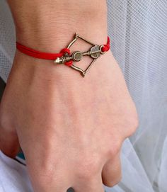 Bow and Arrow Bracelet totaly want it! Survival Straps, Arrow Bracelet, Deer Hunting, Archery, Hunger Games, Passion For Fashion, Jewelery, Bling, Bows
