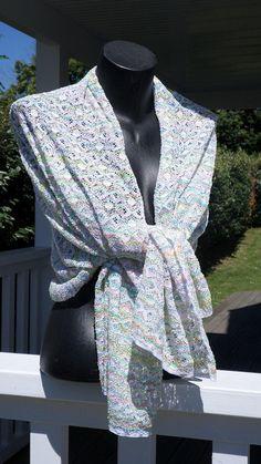 Articles similaires à Etole écharpe foulard châle femme  dentelle  agréable    mariage blanc et jaune bleu rose multicolore mariage cérémonie lineva création  ... 0ca971f74a7