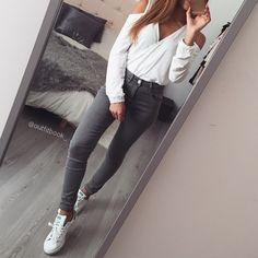 Blanc x Gris  Jean gris taille haute et top  www.outfitbook.fr #Padgram