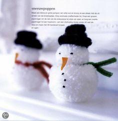 Sneeuwman maken uit pomponnetjes