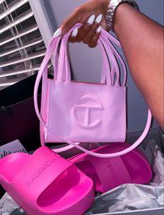 Pinterest @sarstephenn Trendy Purses, Cute Purses, Luxury Purses, Luxury Bags, Looks Halloween, Black Girl Aesthetic, Cute Bags, Fashion Bags, Girl Fashion